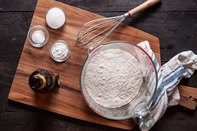 Cách làm bánh mì Việt Nam thơm ngon giòn xốp cực kỳ đơn giản