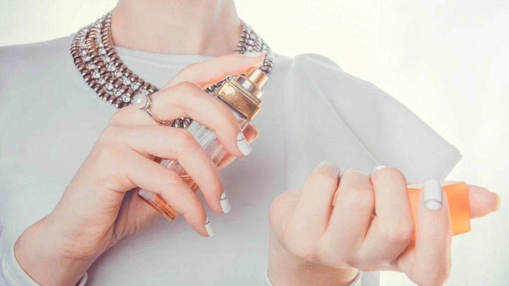cách sử dụng nước hoa, cách sử dụng nước hoa đúng, cách giữ nước hoa thơm lâu