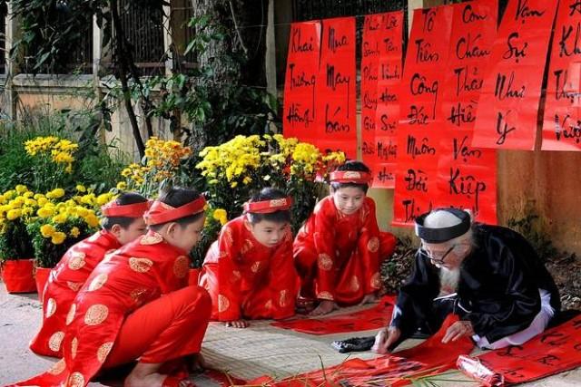 Tìm hiểu về truyền thống viết câu đối tết tại Việt Nam
