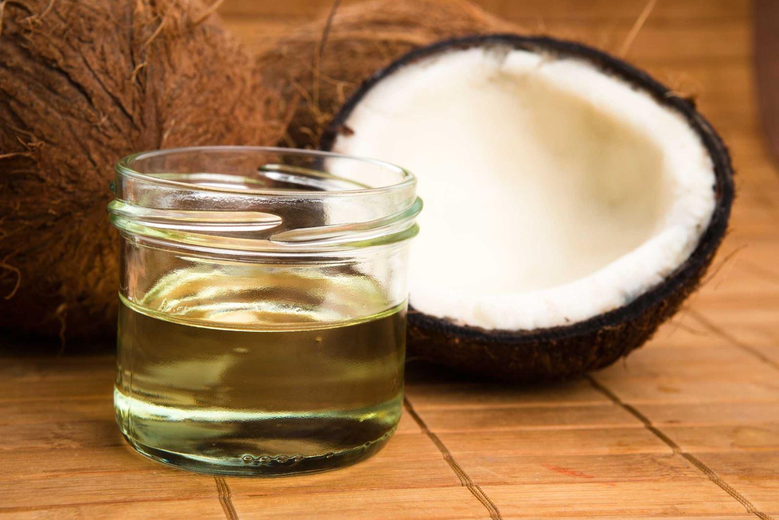 Làm thế nào để tự làm dầu dừa tại nhà đơn giản và hiệu quả?