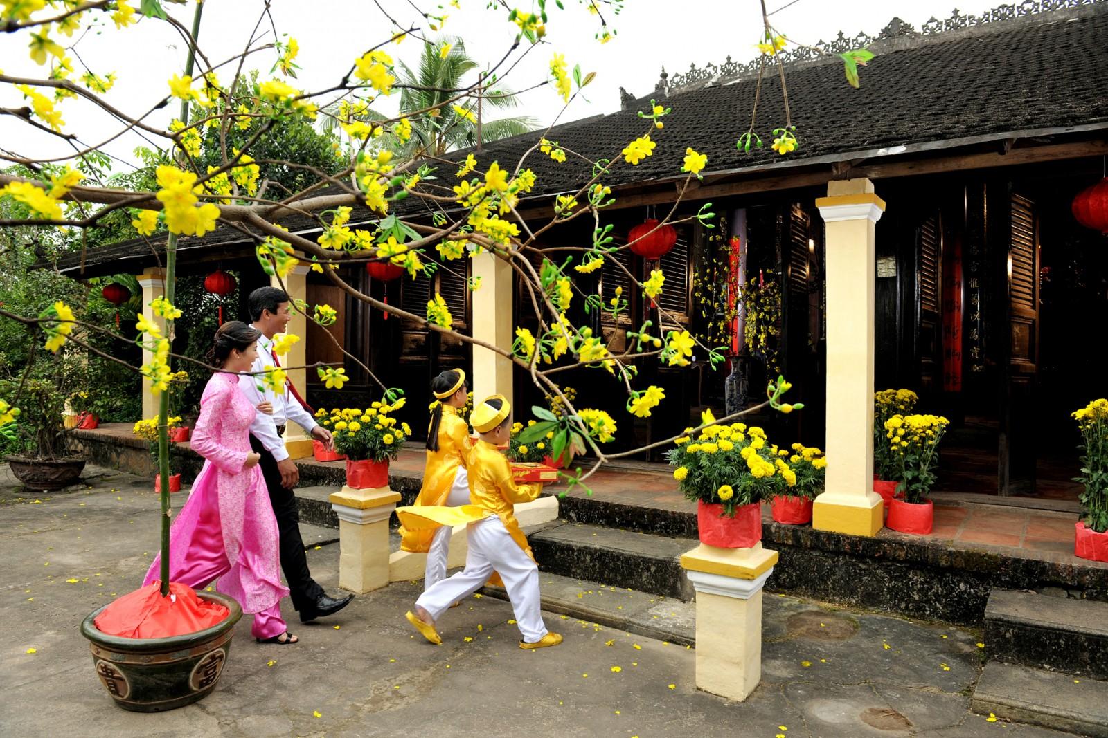 Giữ gìn truyền thống phong tục ngày Tết, làm đẹp văn hoá cổ truyền dân tộc