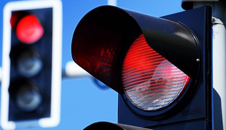 Vượt đèn đỏ bị phạt bao nhiêu?