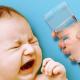 Có nên cho trẻ sơ sinh uống nước? Những thông tin quan trọng mẹ cần biết