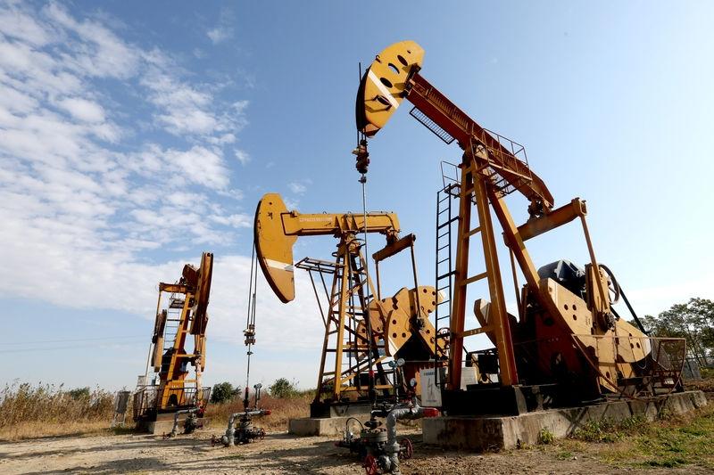 Giá xăng dầu hôm nay 1/1: Bật tăng ngay phiên đầu tiên của năm mới