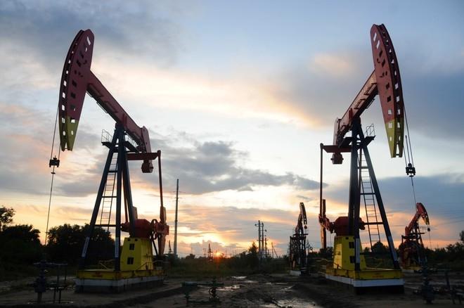 Giá xăng dầu hôm nay 11/1: Đà tăng nhẹ