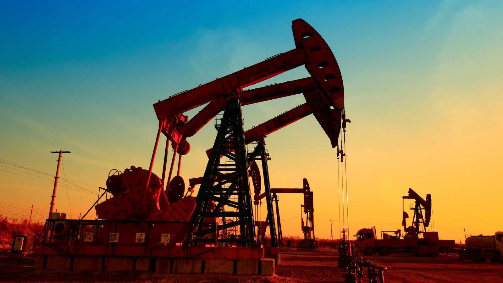 Giá xăng dầu hôm nay 5/1: Tiếp tục giảm giá sâu sau kỳ họp của OPEC+