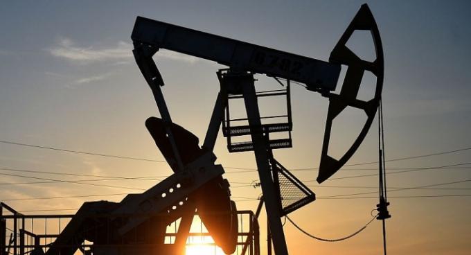 Giá xăng dầu hôm nay 7/1: Đà tăng quay trở lại